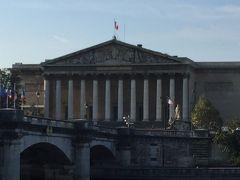 ☆ブルボン宮☆  コンコルド広場から橋を渡ったところにある下院の国会議事堂。  神殿風のブルボン宮