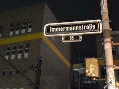 本日の宿のある通称日本人通りImmermann str.(インマーマン通り)を進みます。
