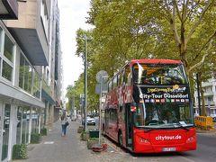 インマーマン通りに停まっていたホップオンホップオフ観光バス。  いつも停まったままで、お客さんが乗り降りするところをみかけませんでした。