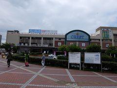 スタート地点の呉駅です。9月16日時点でJRは広島~呉~広の区間で運転を再開していますが、臨時ダイヤとなっており注意が必要です。  駅前から各方面へ路線バスが出ています。 音戸の瀬戸方面は3番乗り場です。