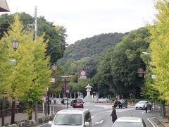 バスで移動して橿原神宮の前までやって来ました。 参拝したい方がここで降りて行かれました。 一瞬降りようかと迷いましたが、バスでこのまま奈良市内まで帰るのが楽なので、橿原神宮さんへの参拝はまた次回にさせていただきます。
