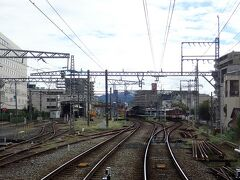 踏切のすぐ近くが橿原神宮前駅