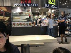 お昼ご飯は、313@サマーセットの中にあるフードコートで。 こちらのフードコート、かなり種類が多くて充実しています!  子供と私は、こちらの店のチキンライス、というかローステッドポークを選んだのでポークライスか?美味でした!
