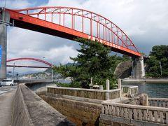 橋をくぐった先には清盛塚があります。清盛の功績をたたえ建てられたものだそうです。