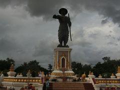 アヌウォン王像