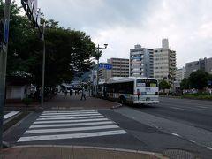 呉駅に戻ってきました。 降車場から横断歩道を渡ってこの写真の位置で振り返ると…