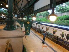 地下鉄でディズニー駅に到着。