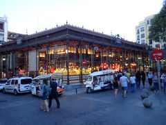 サンミゲル市場。 今回のスペインで一番気に入った場所です。 一人旅には最適な食事場所。