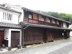 """ここは「室津民族館」、  元は海産物問屋""""魚屋""""の家屋で、江戸後期に脇本陣として建てられ、部屋数も23と広大な屋敷で当時の繁栄振りが伺えそうです。  また、豊野家は家柄も格式が高かったそうですよ"""