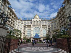 JR舞浜駅より東京ディズニーランドへ向かわず、まずは東京ディズニーランドホテルへ!