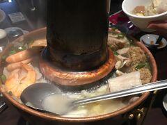 龍山寺からタクシーで東門駅近くの東門餃子館へ 周りの方は火鍋食べていませんでしたが注文! すごく美味しかったです。 酸味が効いていていておすすめです!  最寄り駅 淡水信義線 東門駅