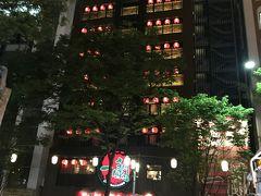 食べ過ぎたので、博多の夜を歩きます。