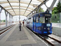 グムンデン駅に到着。 世界最短のトラムに乗り換えます。