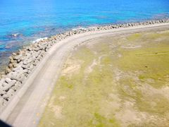 着陸! 空港横でこの色。 凄すぎる奄美大島。 明らかにシャッター遅い画像で失礼しました。