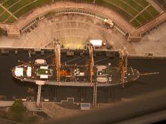 上から見た帆船日本丸 部屋の真下に日本丸メモリアルパ-クを撮影。