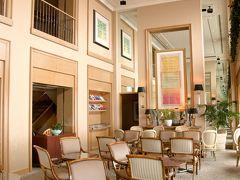 横浜ロイヤルパ-クホテル65階ラウンジ風景 チェック IN/OUTもこのフロアにて。  チェックインはPM13:00~。 チェックアウトもPM13:00だったのでゆっくり寛ぐことが 出来た。