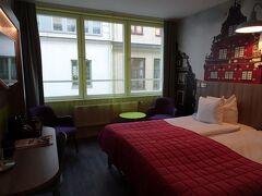中央駅から徒歩5分かからないところに、ホテルをとりました。  スウェーデンは物価が高く、高級ホテルでもないのに、税込み2泊で¥50,000もしました。