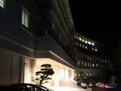 """SHIRAHAMA KEY TERRACE HOTEL SEAMORE  温泉は目の前の海を眺めながら、 解放感のある露天風呂の三段の湯(深さ120cmの立ち湯も)を満喫♪ 立ち湯だけでなく、座って入る三段の深さの温泉が景色と共に楽しめます♪ https://www.keyterrace.co.jp/spa/ 最近よく見かける""""シャンプーバー""""もあって、10種類のシャンプーからセレクト、、  kuritchi達はうたたねルームでボデイケア(マッサージ)も予約、、 日頃の疲れを十分癒してもらいました(^^  とっても良い気分で、、 <おやすみなさい、、zzz … >"""