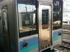 松本駅から大糸線に乗車しました。進むにつれ、車窓からの景色が美しくなっていくので、わくわくしました。
