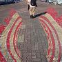 石垣港離島ターミナルへ向かう友人です。カメラバックを背に手には三脚持参、カメラマンの定番のスタイルです。