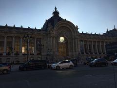 ☆プティ パレ☆ グランパレの向かいに位置します。  フランスのパリにある美術館の建物であり、1900年のパリ万博の為に建てられました。現在美術館です。  影になっていて残念。