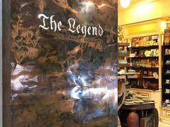 ごはんの後は、タニヤプラザへ。 セラドン焼きのお店「The Legend」