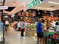 ロビンソンの地下に入っている「Tops market」で、 調味料とかカップラーメンを購入。