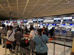 9月6日 成田国際空港のトルコ航空チェックインカウンターです。出発は21:25ですが、2時間前にチェックインしました。出国審査、セキュリティーチェックを済ませます。