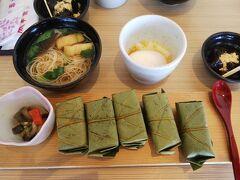 11時半ごろ、平宗・法隆寺店へ。 お食事開店から30分。待たずに座れました。 そのごすぐ満席。タイミングですね。  ランチセットを頂きました。 にゅうめん、温泉卵、くずもち、柿の葉寿司(さば・鮭・アナゴ・だいこん?)
