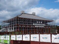 再建中の中金堂 10月お披露目予定。  工事により迂回しなければならない道もあります。