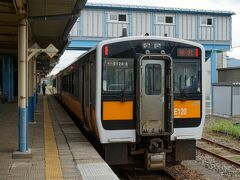 坂町駅で、昨日のオフ会参加者の とのっち氏とステさんと合流。 少なくとも坂町からは同じ列車だったようで。  まずは次に乗車する米沢行きの座席確保へ。