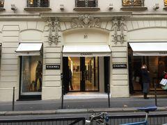☆シャネル本店☆  同じ商品をパリで購入するなら、本店の箱入りが欲しいとの思いから、本店でお買い  物をすることにしました。