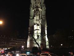 ☆サンジャックの塔☆  シャトレ広場近くにあるサン・ジャックの塔は、1509年から1523年に建てられたとされる。  もとは教会の鐘楼だったが、教会本体はフランス革命で閉鎖され、1790年代になって破壊された。  存在感のある不思議な塔で、期間限定で上にあがれたりします。