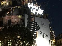☆ギャラリーラファイエット☆  デパートです。1階のディスプレイがすばらしい。  屋上に上がると、オペラガルニエの建物が見えます。