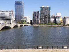 信濃川。新潟市から日本海へ流れていく