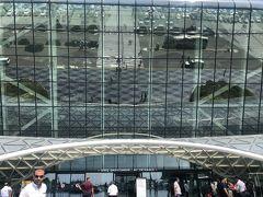 ドバイから3時間弱  アゼルバイジャン 首都のバクー  こじんまりとしつつも新しいデザイン性のある空港