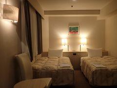 …という訳で、午後7時過ぎ「ホテルNCB」さんにチェックイン σ(^_^)達はツインが絶対条件なんやけど、こちらのホテルはツインルームが全て角部屋で広さもそこそこ(^.^)、しかもたまたま旅行サイトでセールになってて、超絶リーズナブルな値段で宿泊できて言うことなし(^_^)v