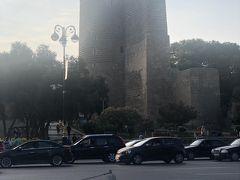 Maiden Tower 乙女の塔  本当、そんなに高くも大きくもないです。  でもここが Bakuの有名観光スポットで 旧市街のパレスト共に 世界遺産とのこと (結局 中に入りませんでした)