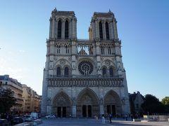 8月6日(月)朝4:30にCDG空港に着き、ホテルまでタクシーに乗ってスーツケースを預けてまずはノートルダム大聖堂に来ました。パリを訪れる度にこの周辺には来るのですが、たいてい長蛇の列で並ぶ気が起きず、周囲を歩いてスルーするのですが、今回は鐘楼に登るつもりで来ました。