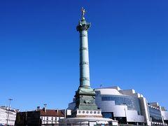 バウティーユ広場Bastilleです。でも、バズティーユの牢獄はもうないですが、背後のオペラ・バスティーユがきれいすぎてちょっと違和感です。ここでも日差しが強くて日陰を探して歩くことに。