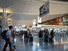 0:11 終電1本前のモノレールで羽田到着  すぐさまエスカレーターをかけ上がり、江戸小町の赤いベンチをキープ。