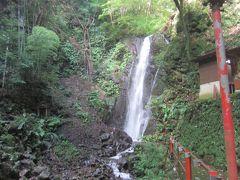 更に登る事約1分で不動滝に到着します。 結構水量もあって見応えある滝です。