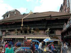 インドラチョークまで歩いてきてアカシュ・バイラヴ寺院。