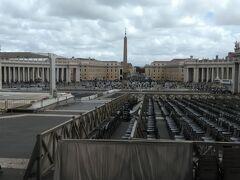 サン・ピエトロ広場に出てきました。