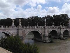 サンタンジェロ橋を渡ってみました。