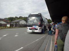 阿蘇駅から1日6往復、火口方面へ行ける路線バス「阿蘇火口線」が出ています。朝イチの便はほぼ満席でした。