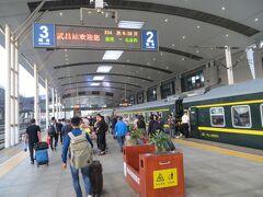 06時19分 武昌駅到着です。3時間なので何とか耐えれました。