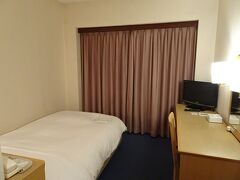 甲府駅北口近くの「ホテルクラウンヒルズ甲府」でシャワーと仮眠。1泊5378円。 僅か4時間程度の滞在でした。