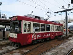長崎駅前電停に来たら、京急コラボの路面電車が走っていた。