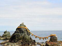 続いてバスに乗って二見輿玉神社へ! 夫婦岩が有名です。  ここでもやはり海がきれい。 潮の香りがします。  カップルが多すぎて若干心が折れかける笑